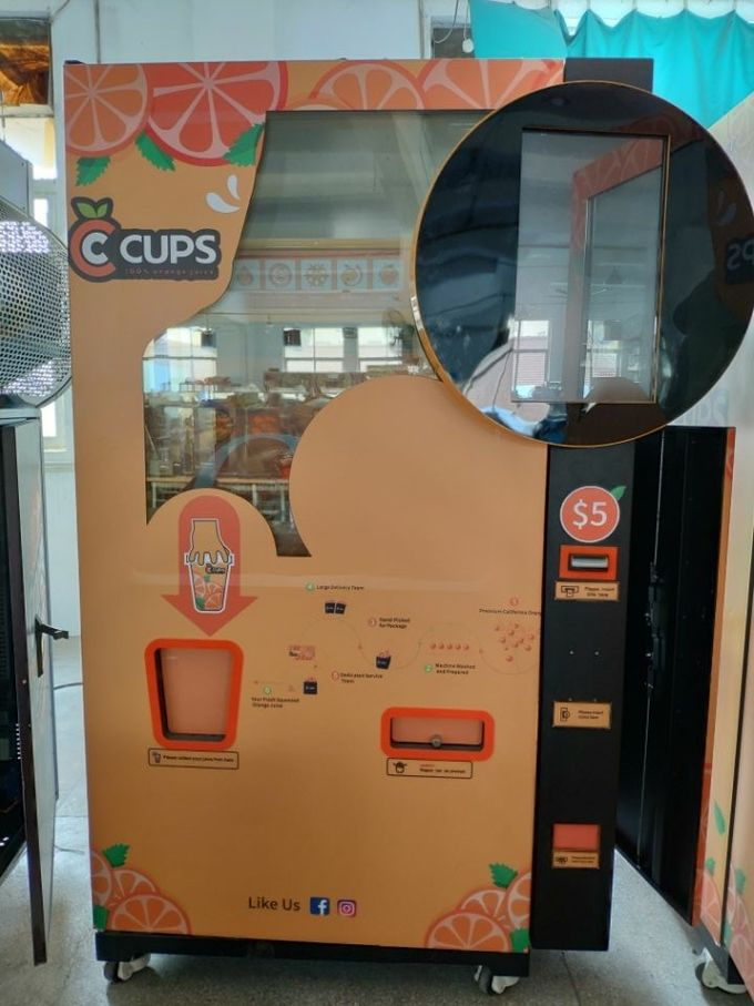 Commercial Auto Fresh Orange Juice Vending Machine Credit Card / Coins And Notes Acceptors